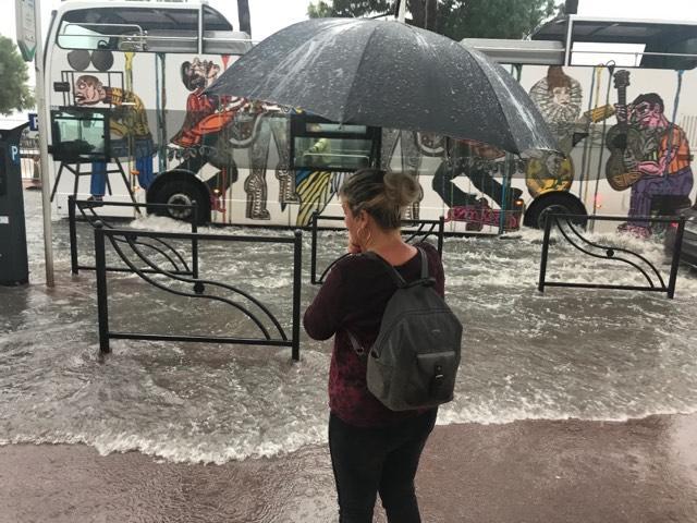 La Croisette, à Cannes, inondée en ce dimanche soir.