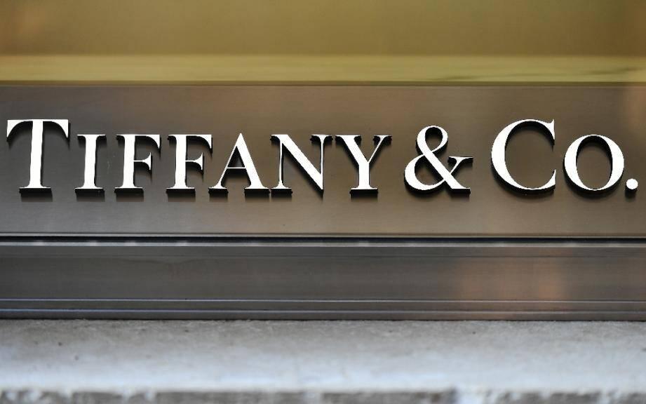 Le géant mondial du luxe LVMH souhaite acquérir le joaillier américain Tiffany, célèbre pour ses bagues de fiançailles, a indiqué à l'AFP dans la nuit de samedi à dimanche une source proche du dossier.
