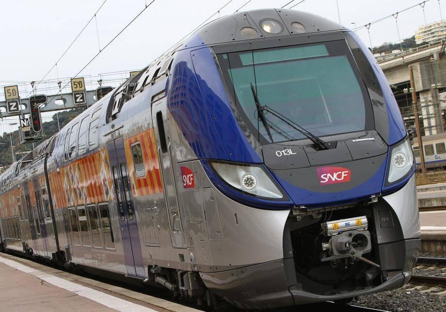Un TER en gare de Nice.