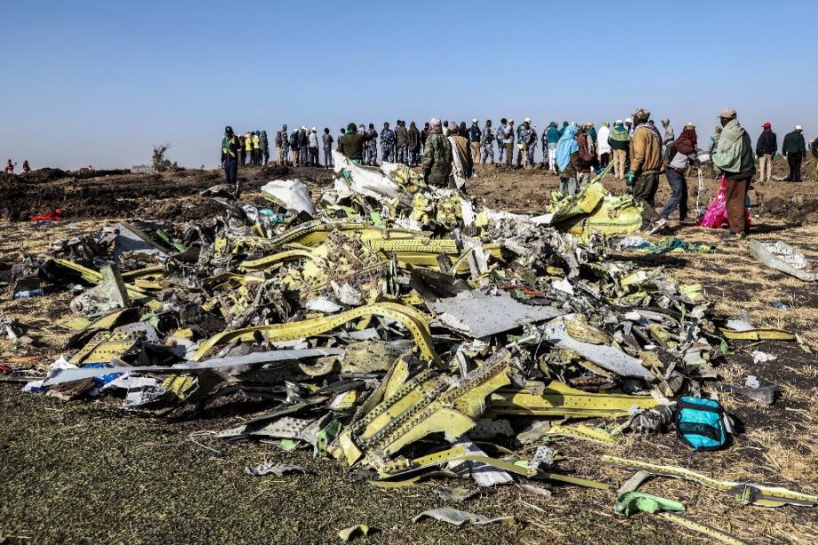 Les débris du vol 302 d'Ethiopian Airlines sur le site du crash, le 11 mars 2019 près de Bishoftu, en Ethiopie