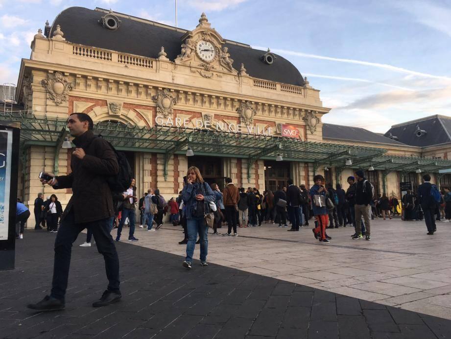 La gare de Nice ce vendredi à 8 heures.