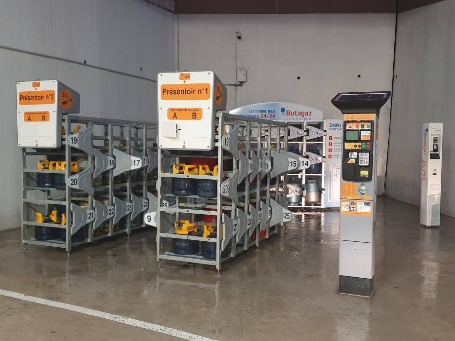 Les distributeurs ont été installés au niveau de la station-service d'Intermarché.