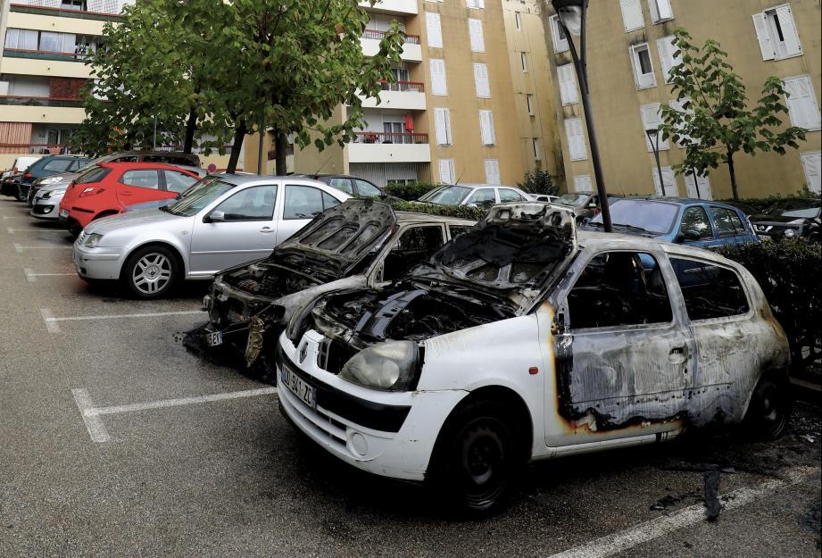 À Cannes, une dizaine de véhicules avaient été incendiés l'an dernier. ©PHOTOPQR/NICE MATIN ; Voitures-brûlées a cannes RANGUIN CANNES TOUR 4