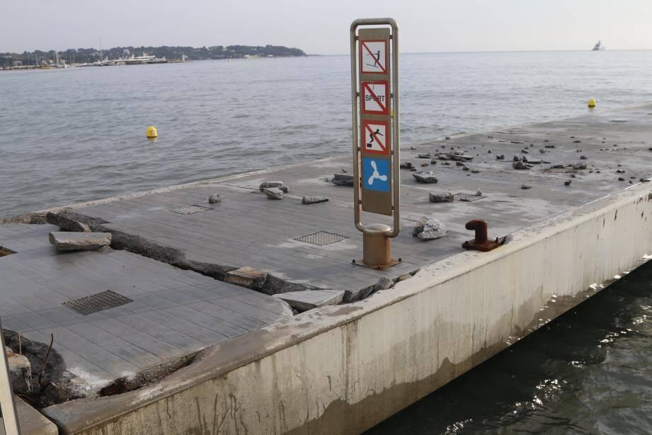Le ponton Courbet reste interdit au public et à l'amarrage jusqu'à nouvel ordre.