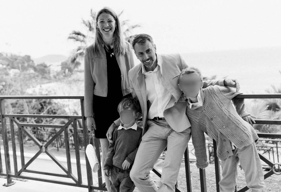 Cathy et Yann, de Toulon, avec leurs fils nés par GPA il y a 8 et 4 ans. Leurs enfants biologiques, mais qui n'apparaissent pas sur le livret de famille.