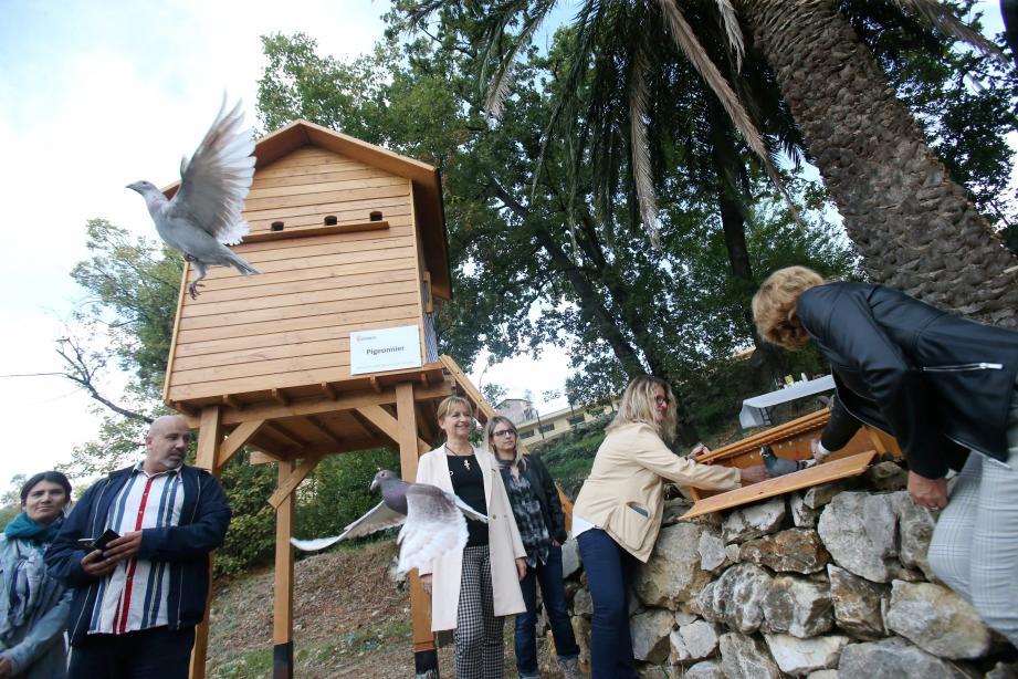 Après l'inauguration officielle, il y a eu le célèbre lâché de pigeons voyageurs.