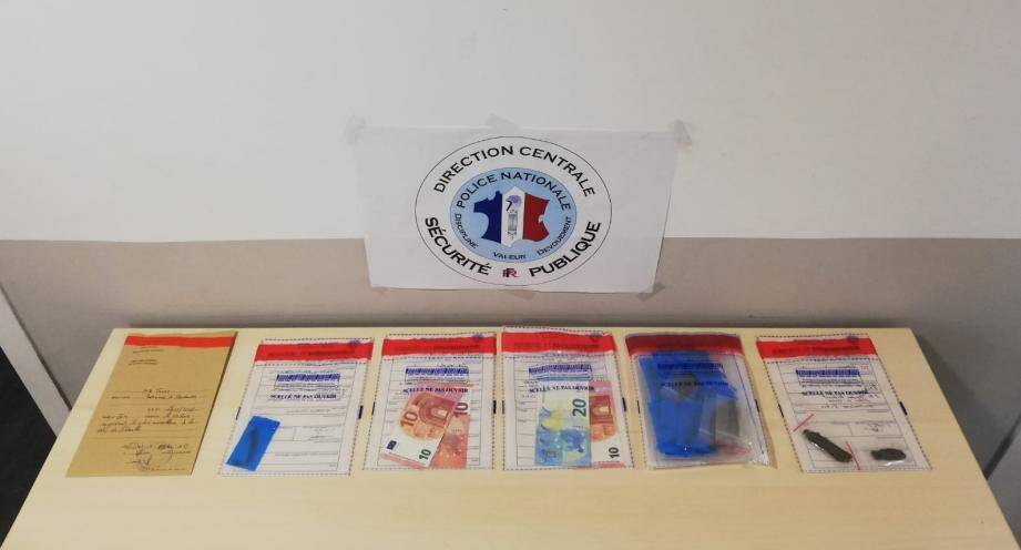 Deux dealers mineurs et défavorablement connus des services de police et deux acheteurs ont été interpellés