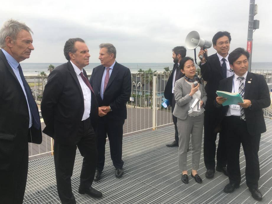 Renaud Muselier a profité de son déplacement au Japon à la tête d'une délégation économique - ici à Enoshima, il visite le site olympique qui accueillera les épreuves de voile - pour rencontrer le pape du manga, Yioichi Takahashi.