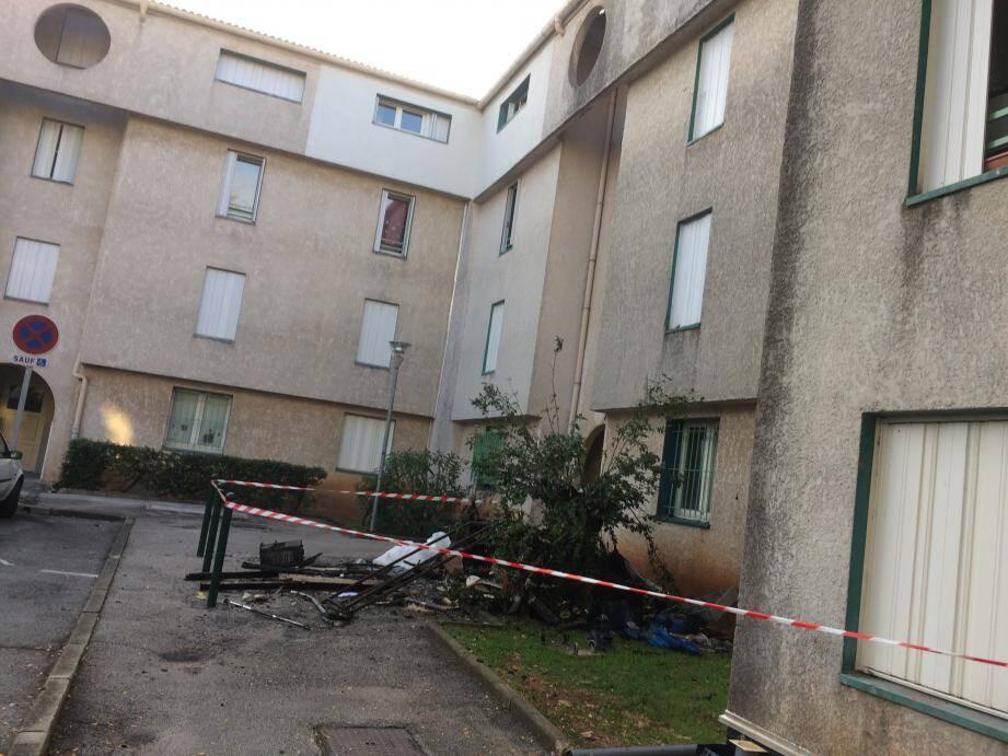 L'incendie s'est déclenché aux environs de 2h30 dans un appartement du 3e étage HLM Les Castellas à Solliès-Pont.