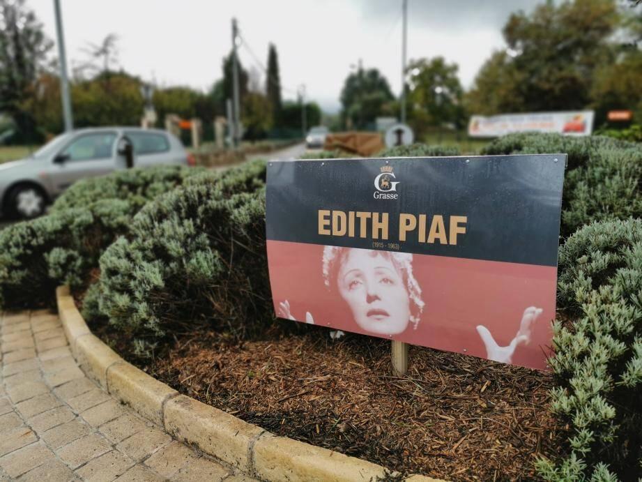 La nouvelle signalétique de Grasse met Édith Piaf à l'honneur.