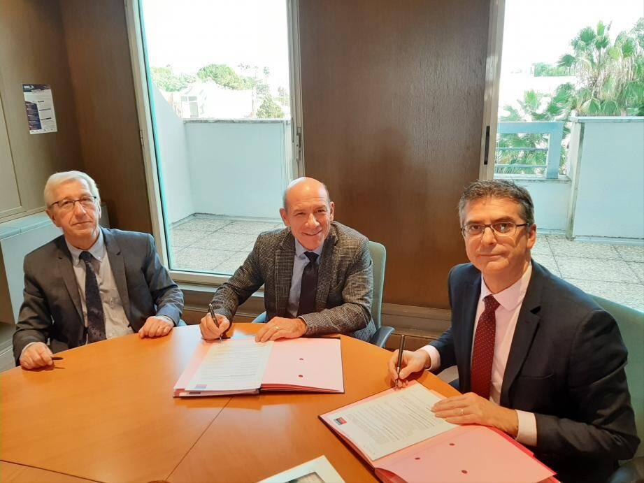 Lors de la signature de la convention de partenariat entre l'UIMM Côte d'Azur et l'Urssaf Paca.