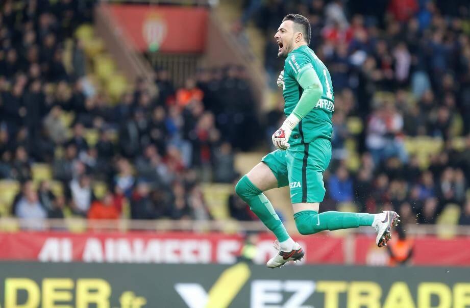Le gardien croate fait son retour dans le groupe pour la première fois depuis mai 2019. Il va débuter sur le banc, ce dimanche face à Rennes. Zone contenant les pièces jointes.