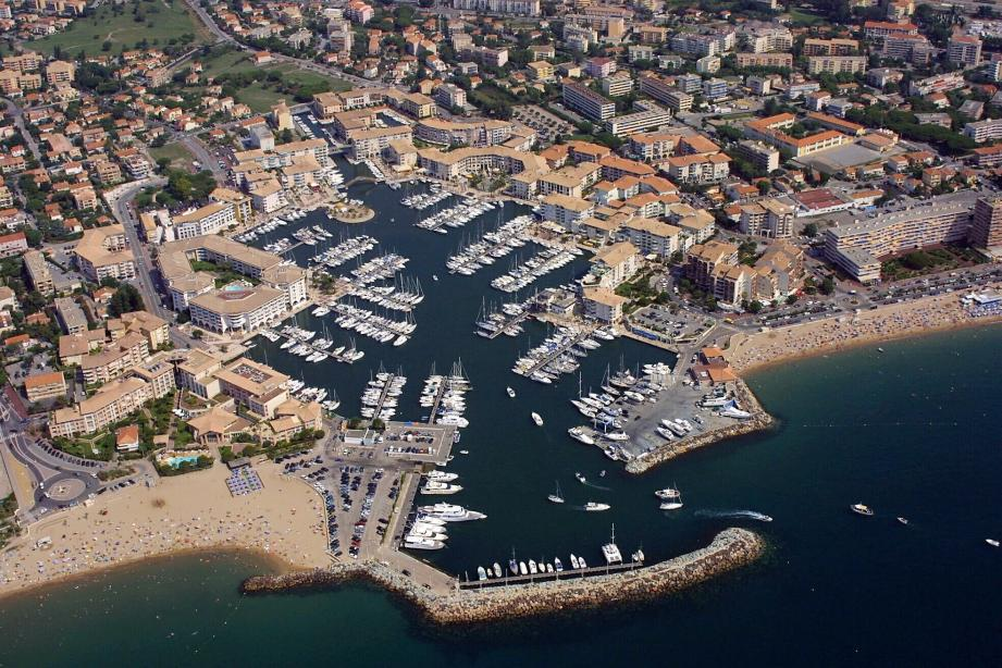 Le port de Frejus.