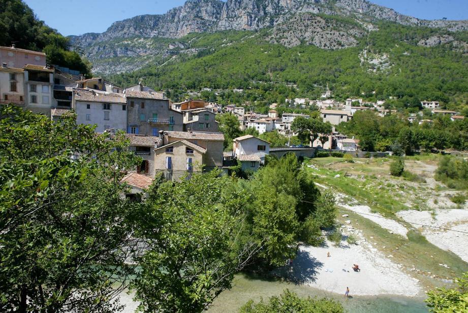 Vue générale du village de Roquesteron.