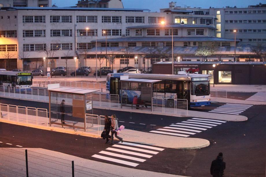 Une vue de la gare routière de Nice.