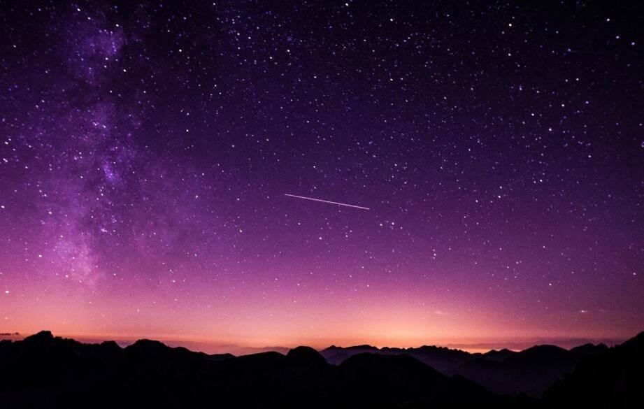 Illustration d'étoiles filantes.