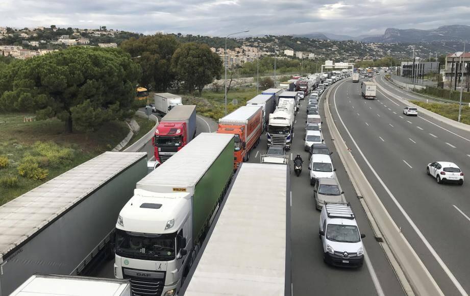 Les bouchons ont rapidement paralysés la circulation sur l'A8.