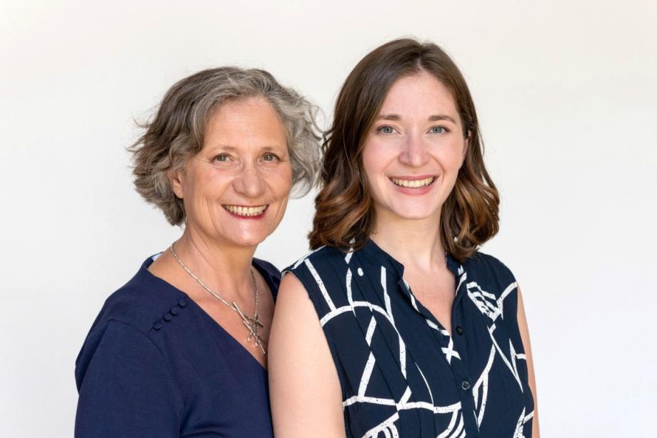 Auteur à succès, Isabelle Filliozat a co-écrit Sexpérience avec sa fille Margot Fried-Filliozat, coach en relations intimes qui intervient dans les collèges et les lycées.
