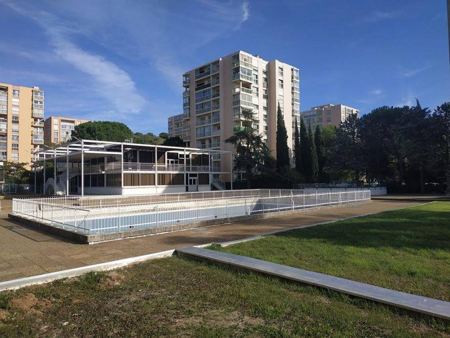 La zone de l'ancienne piscine et l'espace de verdure alentour auront droit à un bon coup de jeune avec la création notamment d'un jardin aux multiples essences végétales.