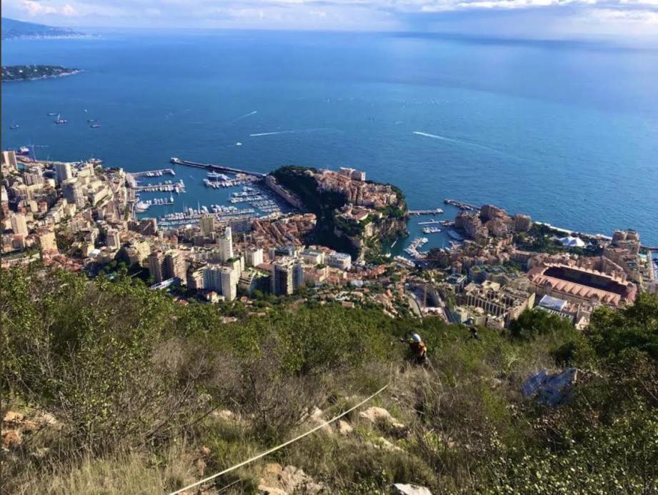 Ce samedi vers 10 heures, un homme de 28 ans a été hélitreuillé jusqu'aux urgences de Pasteur 2 à Nice après une chute au site de la Tête de Chien, à La Turbie.