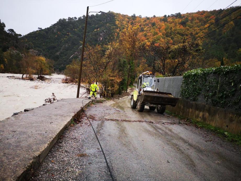 La seule route menant au hameau de La Clave a été coupée, le temps de fair des travaux pour la sécuriser