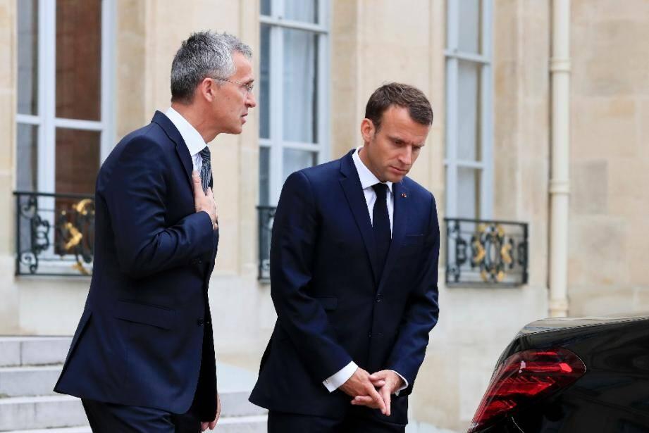 Le secrétaire général de l'Otan Jens Stoltenberg (à gauche) et le président français Emmanuel Macron, le 15 mai 2018 à Paris