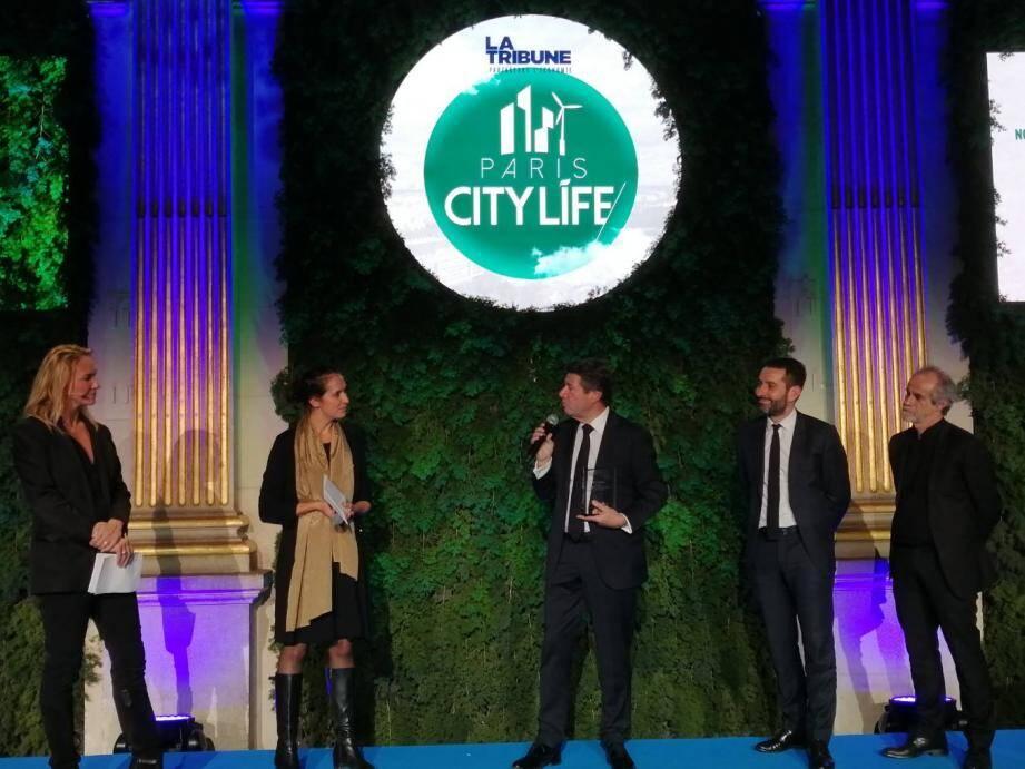 La Métropole Nice Côte d'Azur reçoit le Grand prix Smart City de l'année, à Paris, pour ses initiatives dans la construction de la ville demain.