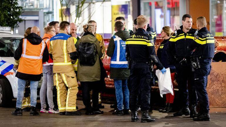 Trois personnes ont été blessées vendredi soir lors d'une attaque au couteau dans une des rues les plus commerçantes de La Haye, a annoncé la police néerlandaise.