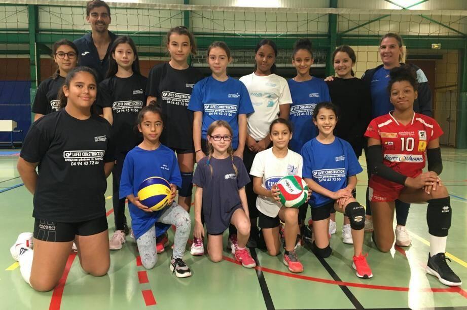 Les volleyeuses sont cette semaine en stage sous les ordres d'Aubry Naye et de la présidente Amélie Lafet.