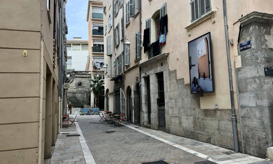 Le prévenu a été interpellé dimanche soir dans un appartement vide de la rue Bon-Pasteur à Toulon. À son procès, le représentant du parquet s'est interrogé sur sa véritable identité.