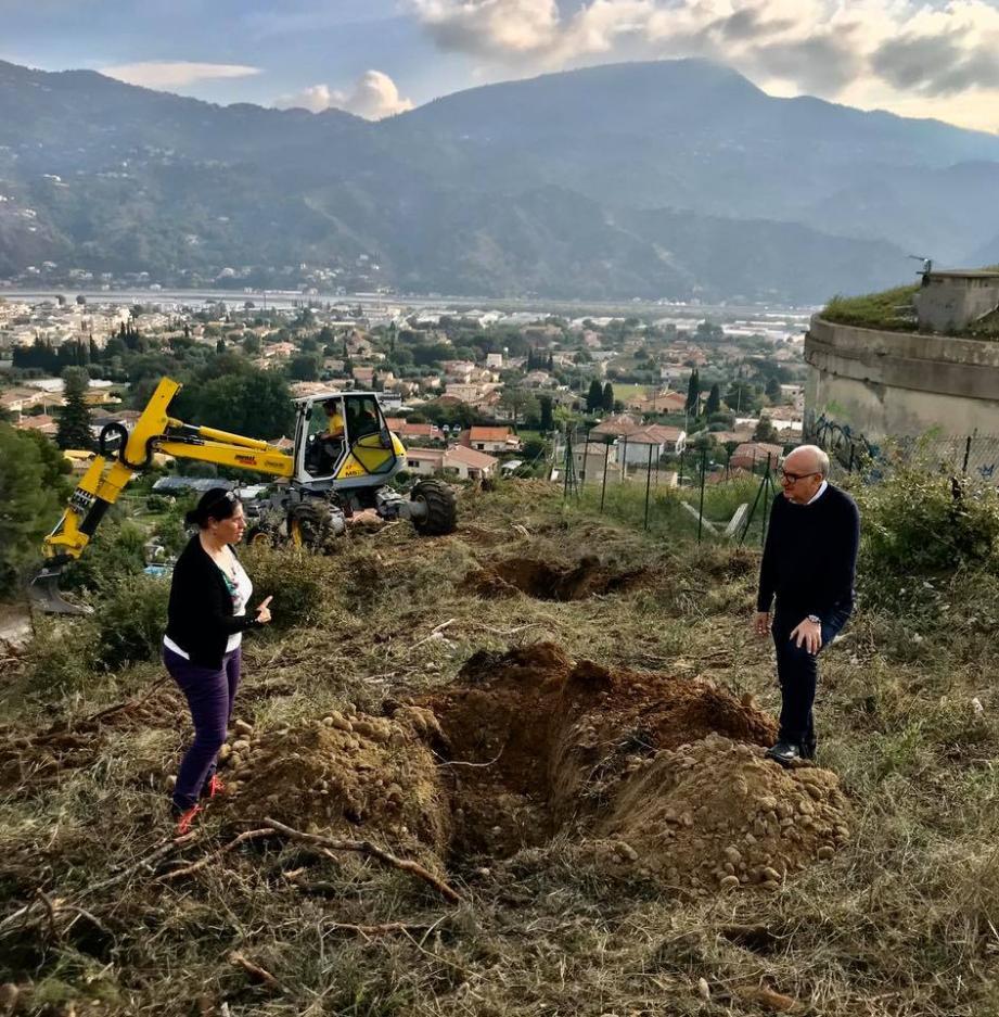 Lundi dernier, des trous ont été creusés en vue de la plantation des 150 arbres.