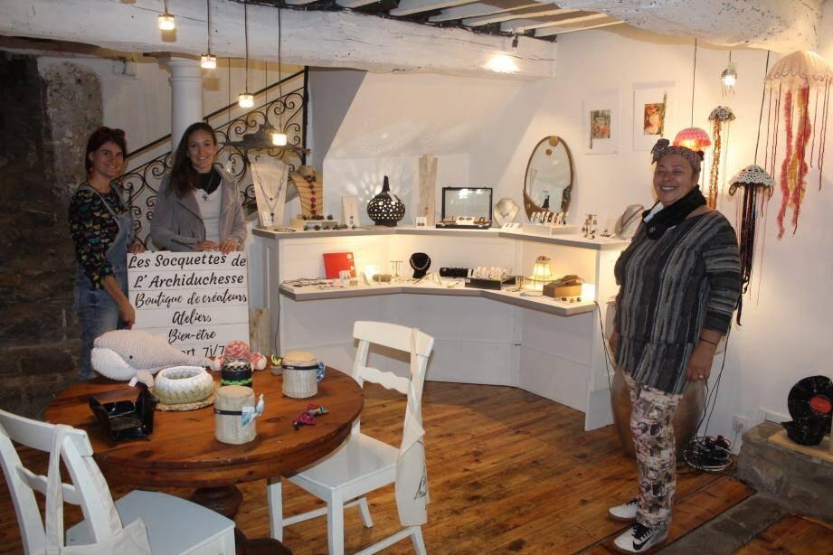 Boutique, espace atelier et espace yoga-méditation.