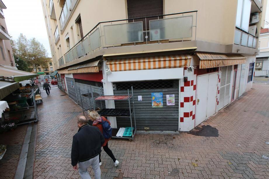 À la place de l'ex-boucherie de la rue du Marché à Cagnes-sur-Mer, fermée depuis janvier 2018, ce local va accueillir un traiteur qui proposera des produits siciliens.