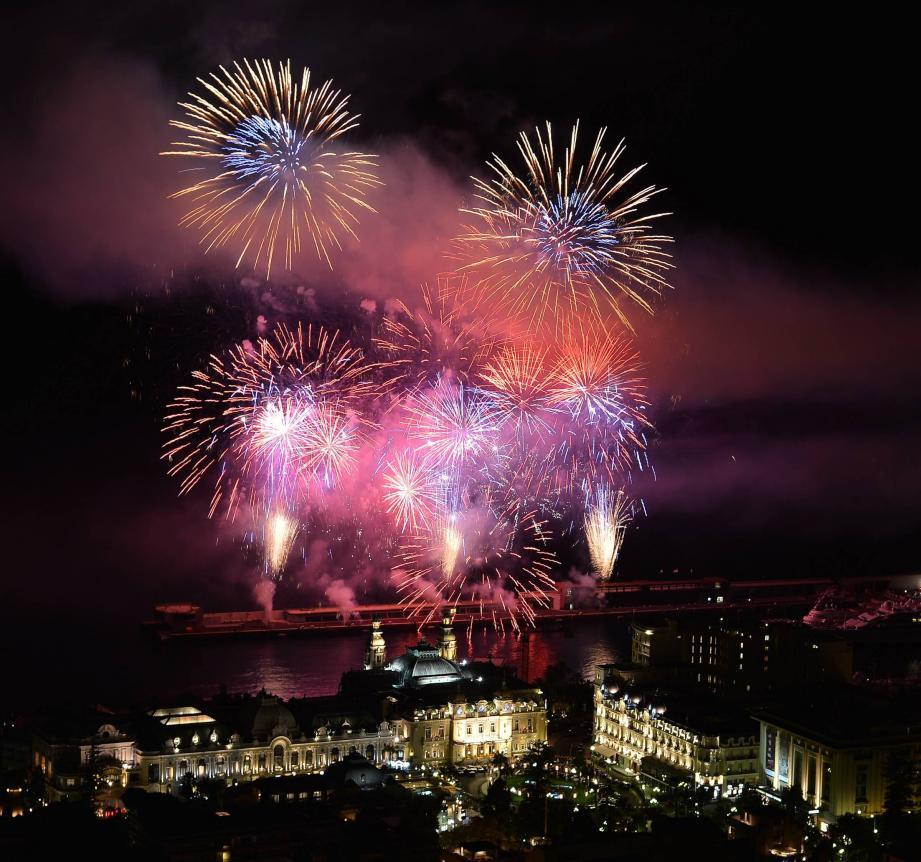 Le feu d'artifice sera tiré le 18 novembre Agence de Monaco Feu d'Artifice Fête Nationale Monaco 2012