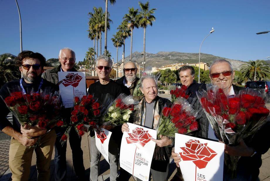 Chaque année, depuis 2003, les Rotariens mentonnais vendent des roses au profit d'une cause.(Archive N.-M.)