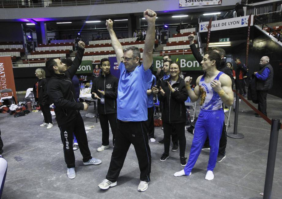 Philippe Carmona et ses gymnastes remettent leur titre en jeu.