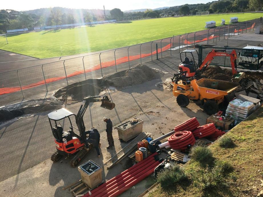 Le stade des Bosquette va être enfin équipé d'un éclairage digne de ce nom puis ce sera au tour de la piste d'athlétisme de faire l'objet de travaux mais pas avant l'été 2020.