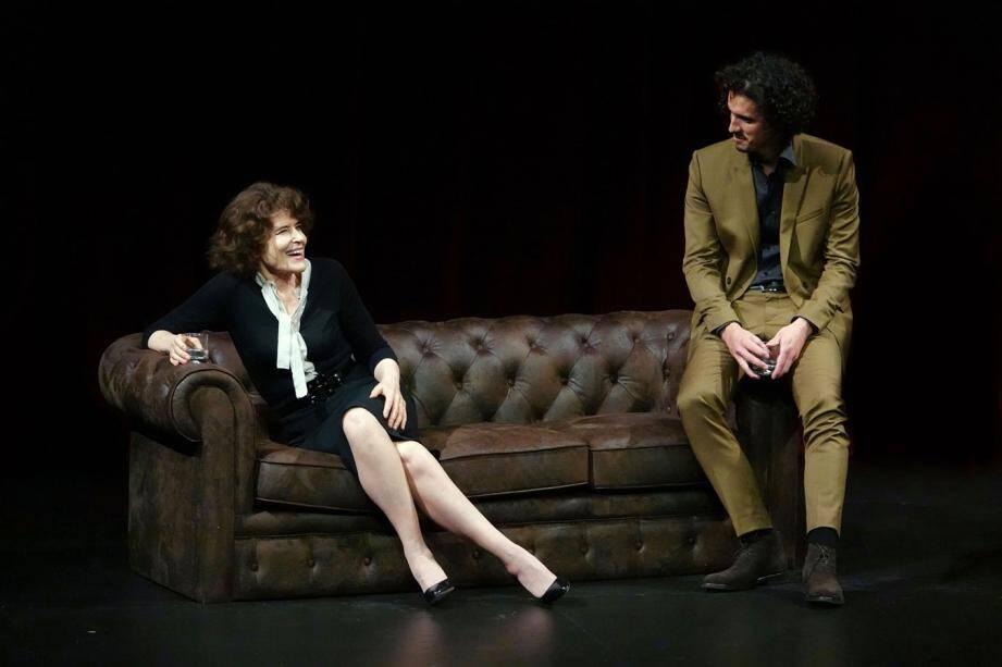 Fanny Ardant incarne l'écrivaine Marguerite Duras dans ce spectacle fondé sur des entretiens réalisés à la fin des années 80.