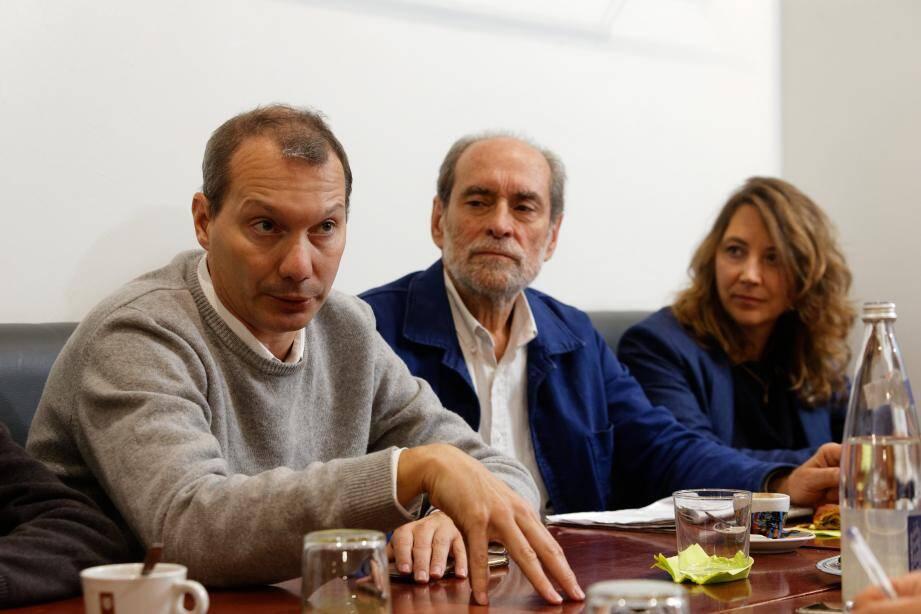 David Cormand (à gauche), secrétaire national d'Europe écologie - Les Verts et Sandra Regol, porte-parole, sont venus parler stratégie en vue des prochaines municipales. Ils se sont attardés sur le cas toulonnais avec Guy Rebec.