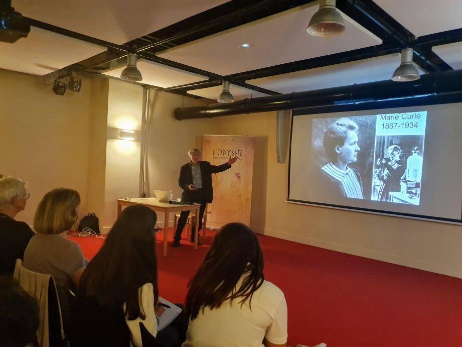 Jean-Marc Lévy-Leblond était présent récemment à la bibliothèque de Menton, où il a donné une conférence sur Marie Curie.