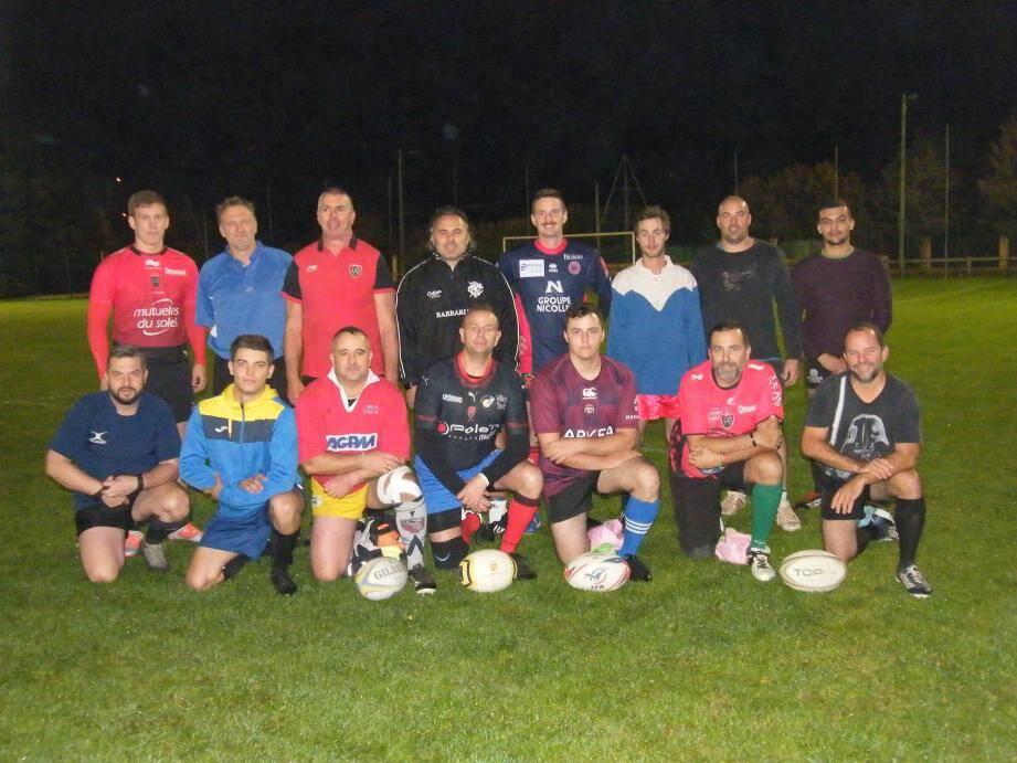 À droite de l'entraîneur du quinze de France, le président Fromental a fait une belle surprise à ceux qui ont toujours la passion de la balle ovale.