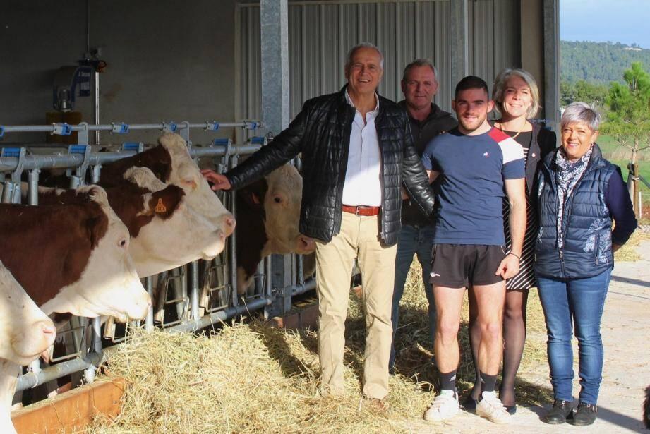 Adrien, aux côtés de ses parents, a reçu la visite de Sereine Mauborgne et Jean-Luc Longour.