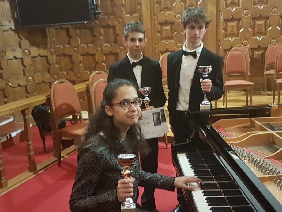Alexandra la Niçoise, entourée de ses deux concurrents Salvatore le Sicilien et Martin l'Angevain.