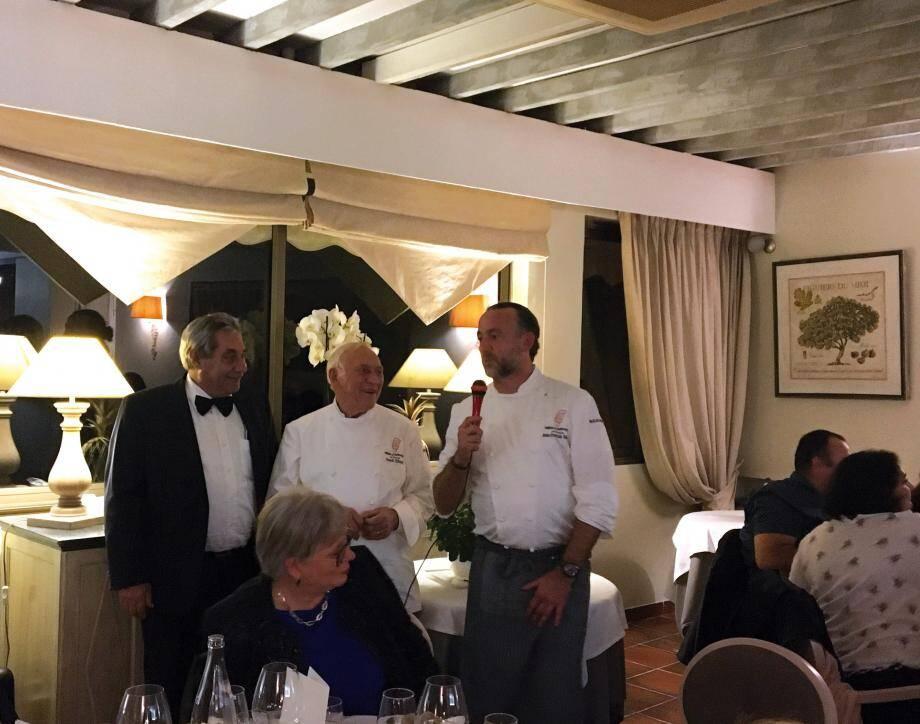 Jean-François Bérard (au micro) et son père René ont accueilli Jean Lanau, président-fondateur de Tables & Auberges de France.