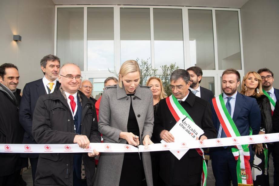 L'école d'Isola del Gran Sasso a reçu la visite de la princesse Charlène qui a baptisé les lieux.