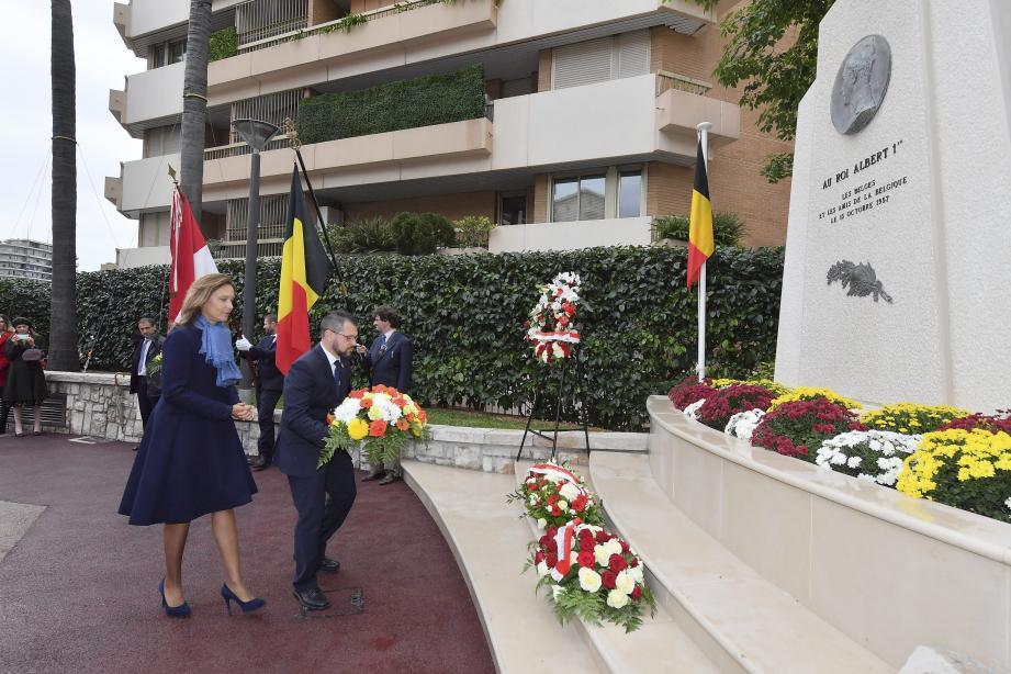 Les personnalités se sont retrouvées hier en fin de matinée à la Maison de France, après un passage au monument du roi Albert-Ier puis au monument aux Morts.