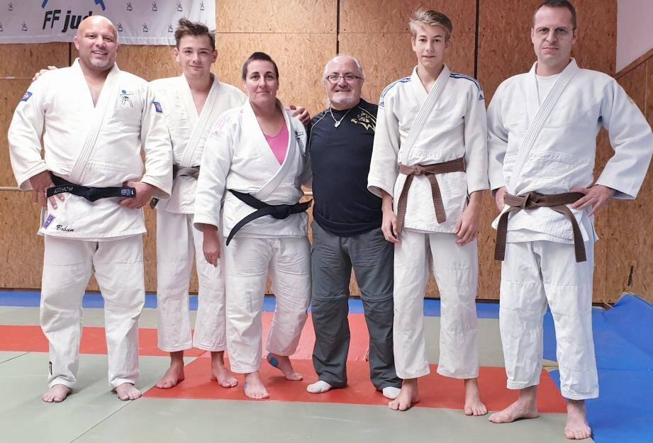 (de gauche à droite) Alain Crombet, Yvan Martel, Virginie Crombet professeur, Jean Baudouin, président, Justin Delsanti et Guillaume Follen.