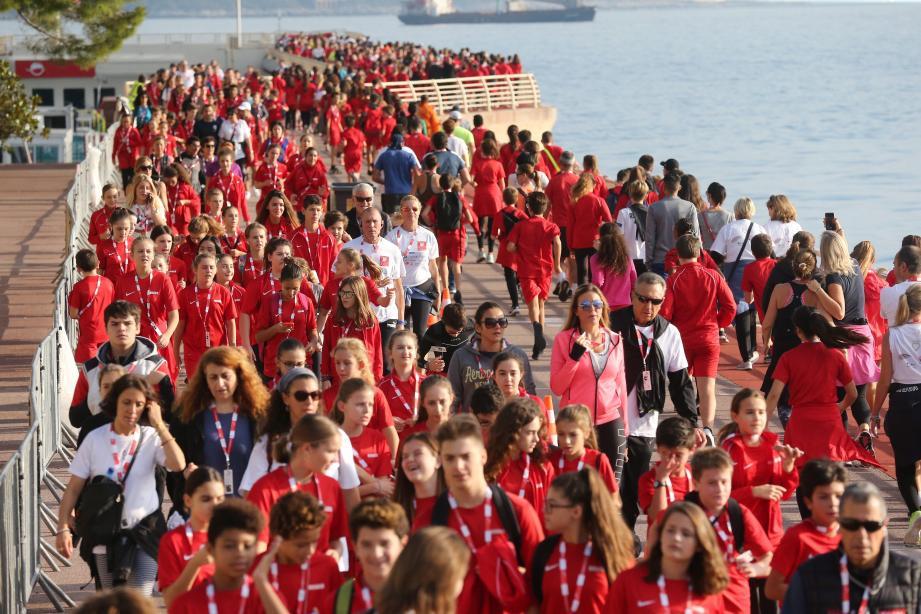 Chaque année, la foule de coureurs et marcheurs prend d'assaut le parcours de 1,4 kilomètre tracé dans les jardins du chapiteau de Fontvieille.