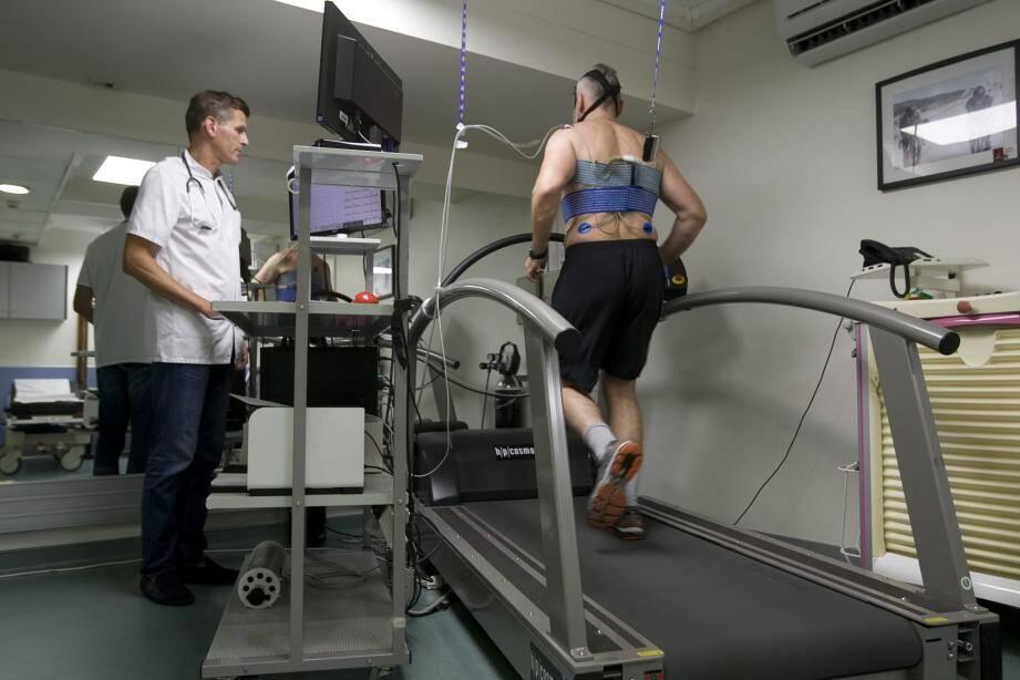 L'examen clinique suivi d'un électrocardiogramme de repos et éventuellement à l'effort sont essentiels à la prévention d'accidents graves.