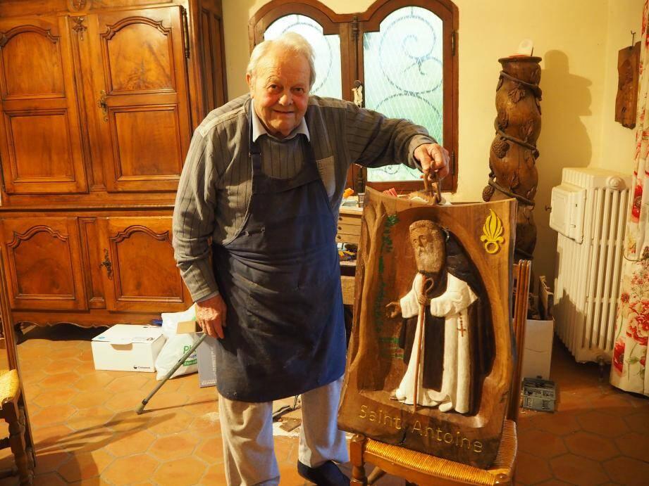 Michel Dutto a offert son œuvre qui sera exposée dans la chapelle du 2e REI à Nîmes.